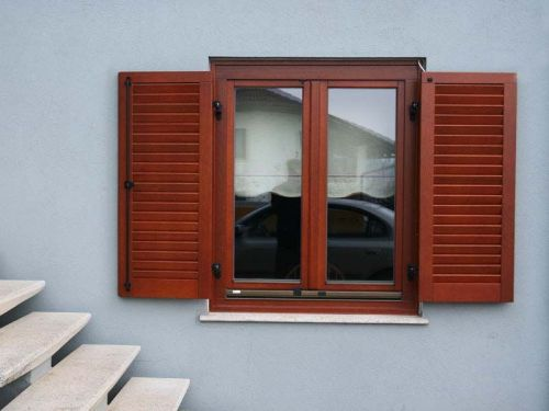 Najboljša lesena okna s polkni