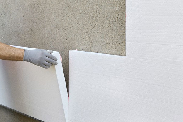 Polaganje izolacijskih plošč na fasado